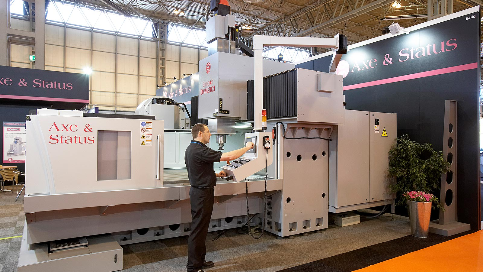 Axe and Status CNC Vertical Machining Centre
